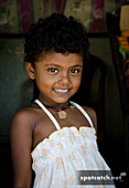 01aa_sri_lankan_girl_child.jpg, 14kB
