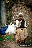 14aq_sri_lanka_old_women.jpg, 20kB