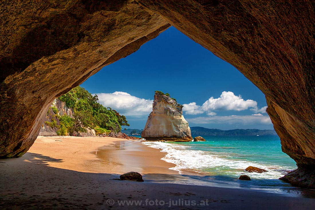 037_New_Zealand_Cathedral_Cove.jpg, 210kB