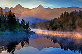 NewZealand099_Lake_Matheson.jpg, 19kB